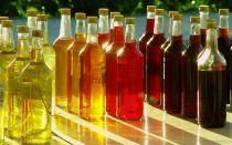 Чем подкрасить самогон и придать хороший запах: обзор народных рецептов